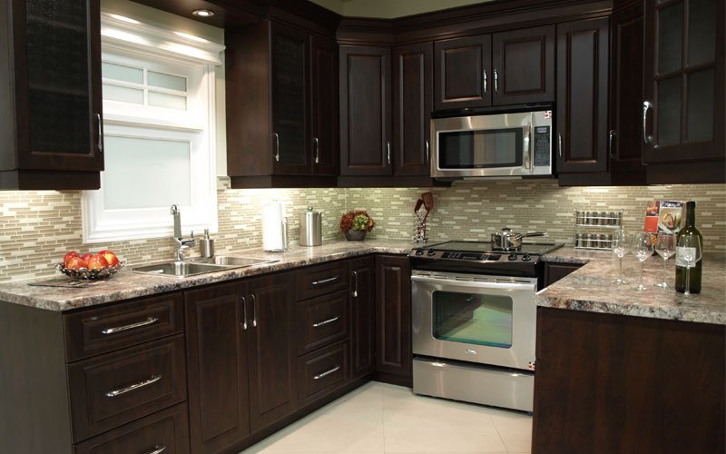 Boiserie alpin cuisines for Kitchen cabinets reno